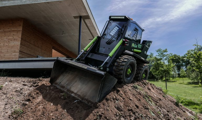 Introducing ELISE 900 – World's first fully electric skid steer loader